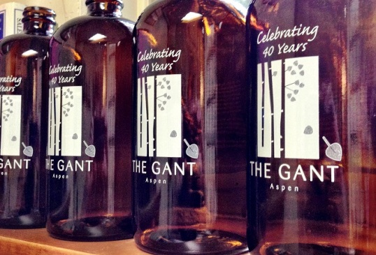 Aspen Brewing Co. & The Gant partnered to create this 32 oz. growler