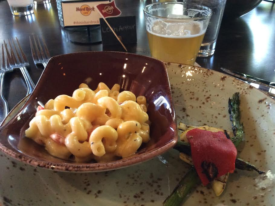 Twisted Mac & Cheese (also normally comes with chicken) and Renegade's 5:00 Afternoon Ale