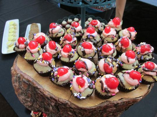 Banana split mini cupcakes from Happy Cakes Bakeshop.